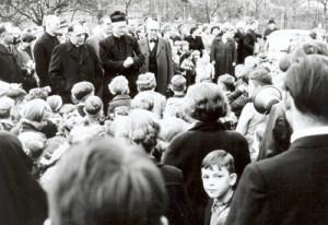 Großer Andrang bei der Einweihung der KiTa St. Winfried im November 1954.