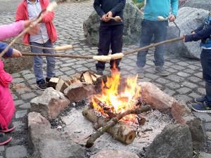Stockbrot und Marshmallows am Lagerfeuer - ein Riesenspaß!