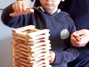 Beim Vater-Kind-Tag wurde gebastelt, gebaut, gepuzzelt uvm.